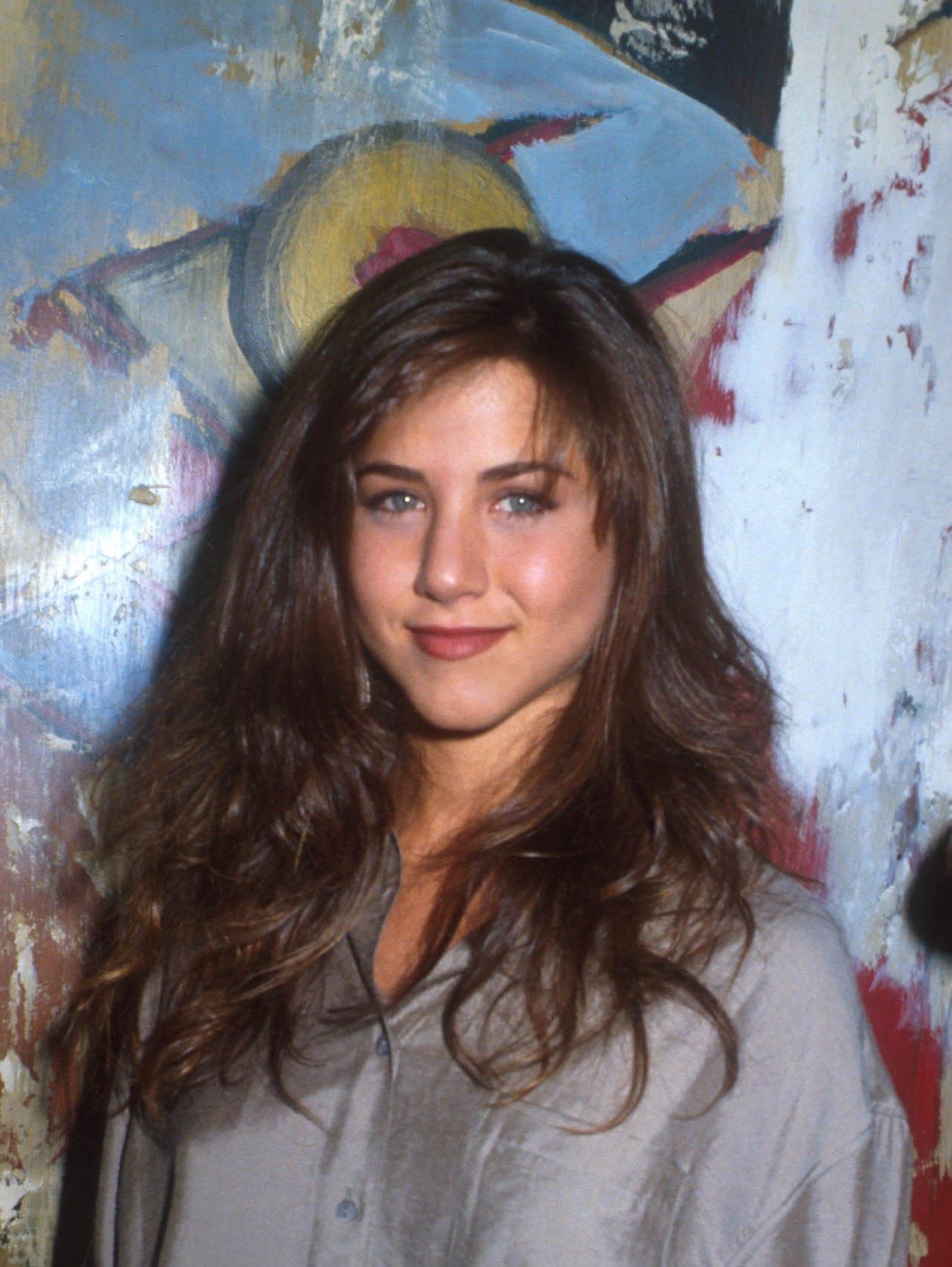 С чего начинали карьеру голливудские звезды: Натали Портман, Шарлиз Терон и Дженнифер Энистон-Фото 6