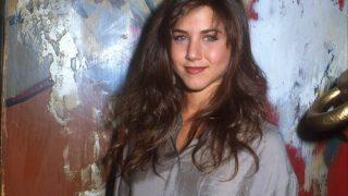 С чего начинали карьеру голливудские звезды: Натали Портман, Шарлиз Терон и Дженнифер Энистон-320x180