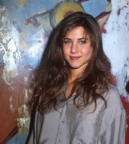 С чего начинали карьеру голливудские звезды: Натали Портман, Шарлиз Терон и Дженнифер Энистон-430x480