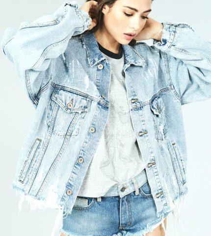 Как носить джинсовую куртку oversize-430x480