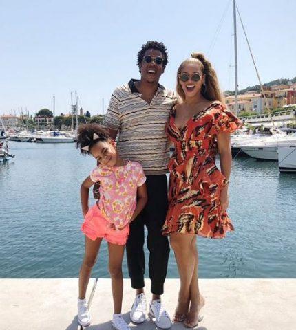 Испанские каникулы: Бейонсе и Джей Зи проводят отпуск с дочкой-430x480