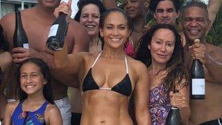 Дженнифер Лопес отметила день рождения пляжной вечеринкой-320x180