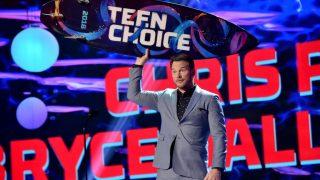 Teen Choice Awards 2018: Победители и звезды на красной дорожке-320x180