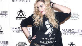 Мадонна показала странное фото в нижнем белье-320x180
