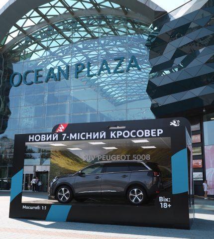 У ТРЦ Ocean Plaza установили арт-инсталляцию нового SUV PEUGEOT 5008-430x480