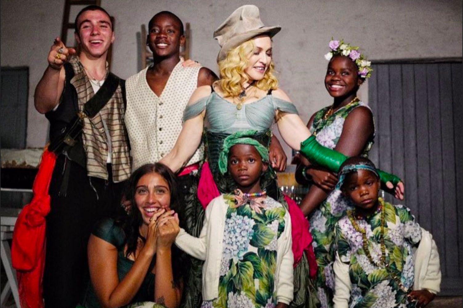 Голливудские звезды, которые воспитывают приемных детей-Фото 1