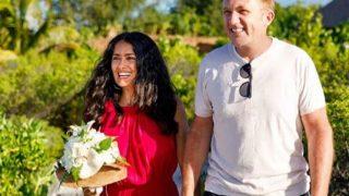 Сальма Хайек с мужем обновили свадебные клятвы спустя девять лет брака-320x180