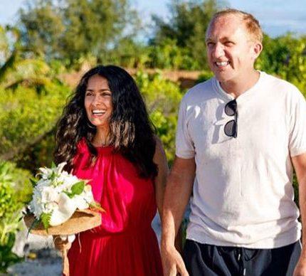 Сальма Хайек с мужем обновили свадебные клятвы спустя девять лет брака-430x480