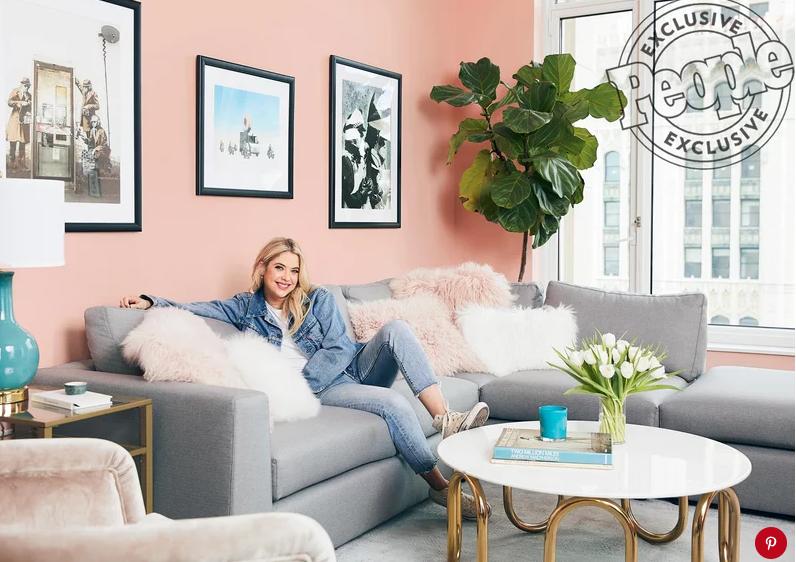 Как живут звезды: Эшли Бенсон показала свою квартиру в Нью-Йорке-Фото 1