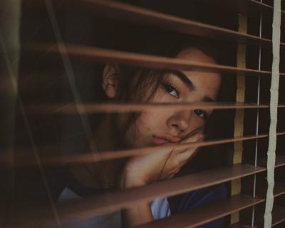 6 причин, почему вы тяжело переживаете расставание с партнером-430x480