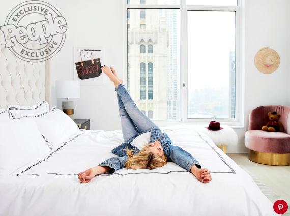 Как живут звезды: Эшли Бенсон показала свою квартиру в Нью-Йорке-Фото 5