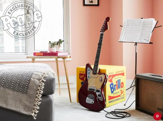 Как живут звезды: Эшли Бенсон показала свою квартиру в Нью-Йорке-Фото 4