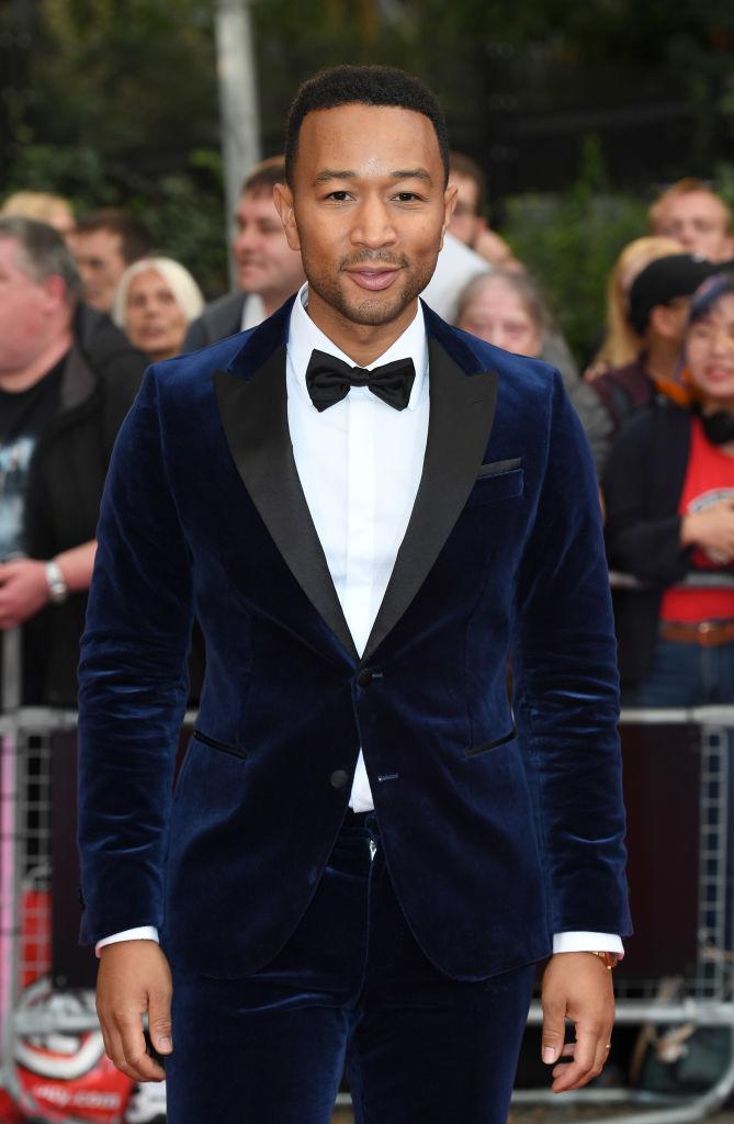 GQ MEN OF THE YEAR 2018: Звездные гости премии в ярких нарядах-Фото 7