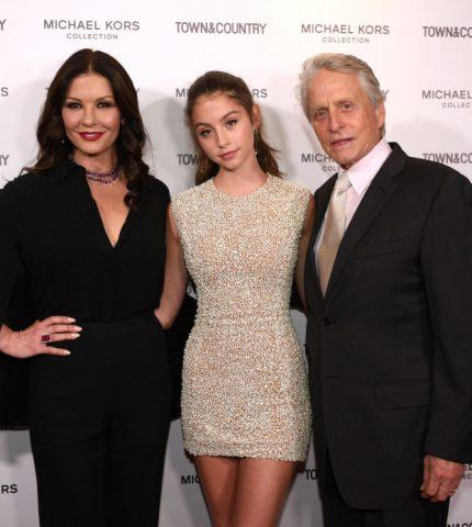 Кэтрин Зэта-Джонс и Майкл Дуглас поддержали дочку на важном мероприятии-430x480