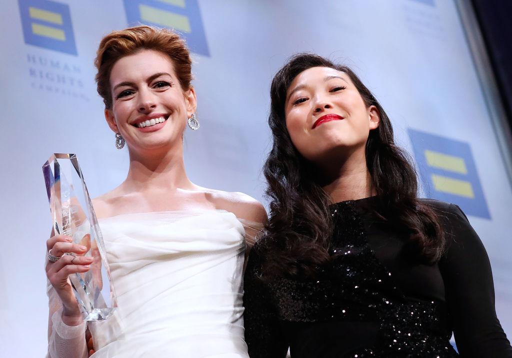 Энн Хэтэуэй получила премию за борьбу с гендерной дискриминацией-320x180