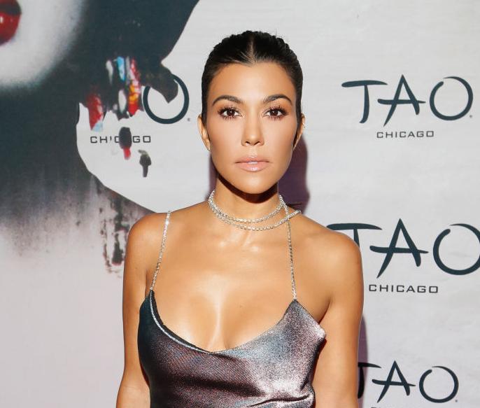 СМИ: 39-летняя Кортни Кардашьян встречается с 20-летним стилистом-320x180
