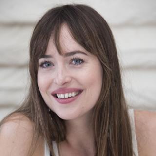 Дакота Джонсон впервые прокомментировала роман с Крисом Мартином