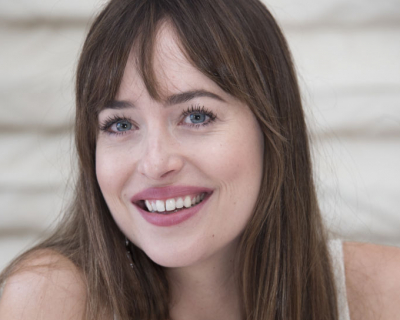 Дакота Джонсон впервые прокомментировала роман с Крисом Мартином-430x480
