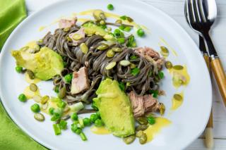 Зеленое настроение: 4 нестандартных рецепта с авокадо от Евгения Клопотенко