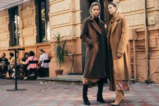 Девушка, пальто, город: 10 трендов этой осени
