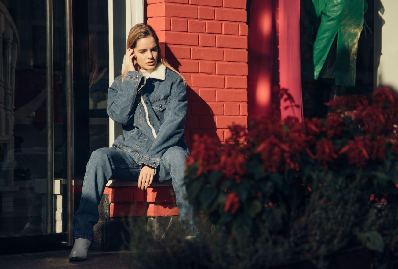 Девушка, пальто, город: 10 трендов этой осени-Фото 1