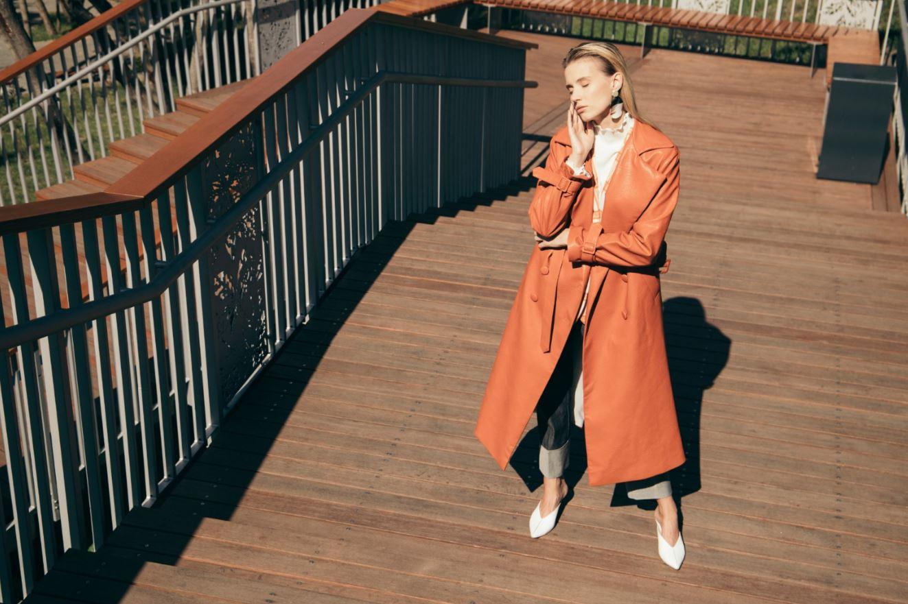 Девушка, пальто, город: 10 трендов этой осени-Фото 10