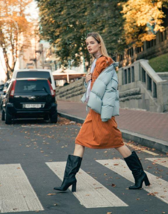 Девушка, пальто, город: 10 трендов этой осени-Фото 6