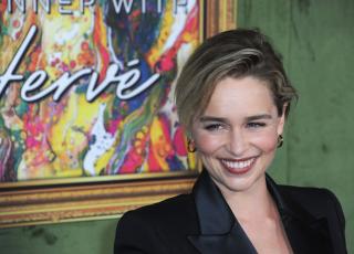Эмилия Кларк подогрела слухи о романе с режиссером