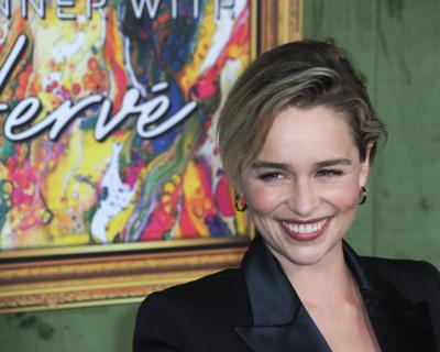 Эмилия Кларк подогрела слухи о романе с режиссером-430x480