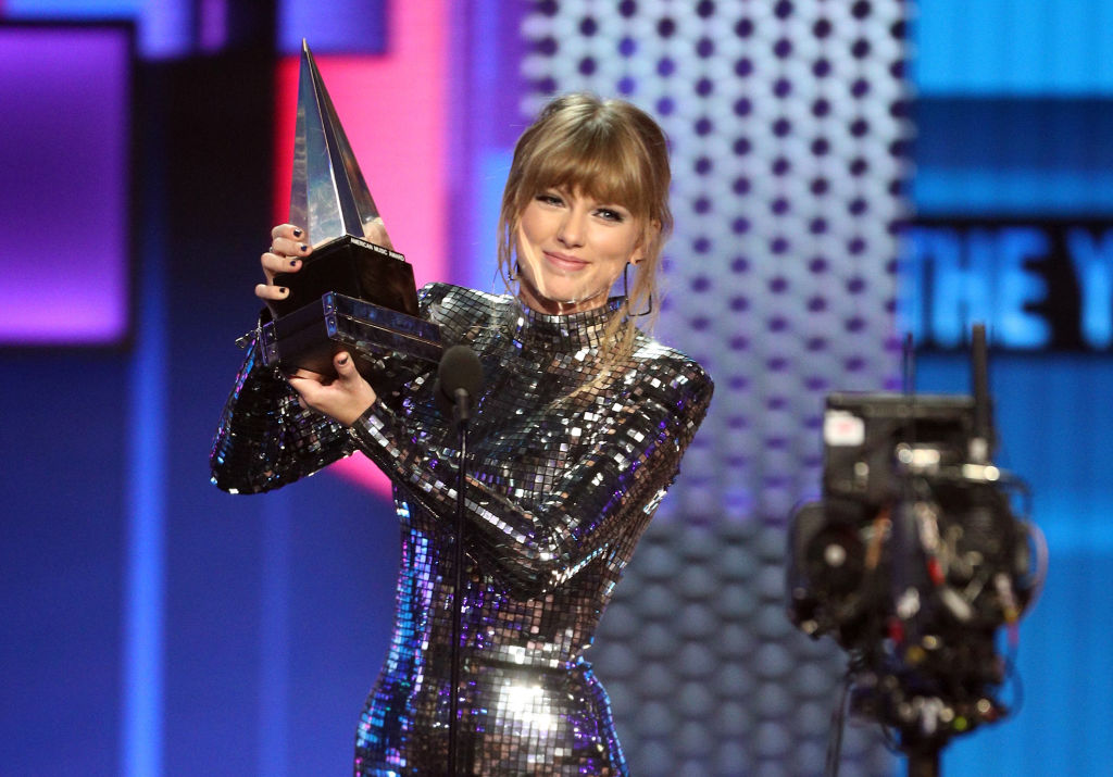 American Music Awards 2018: Победители и звездные гости-320x180