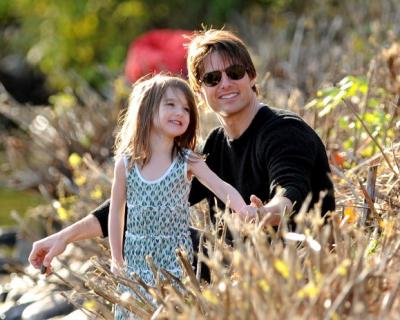 Стало известно, почему Том Круз не видится со своей дочкой-430x480