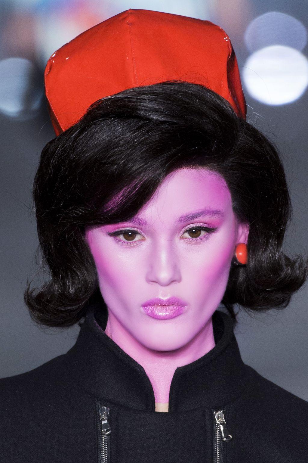 С подиума на вечеринку: яркий макияж на Хэллоуин-Фото 8