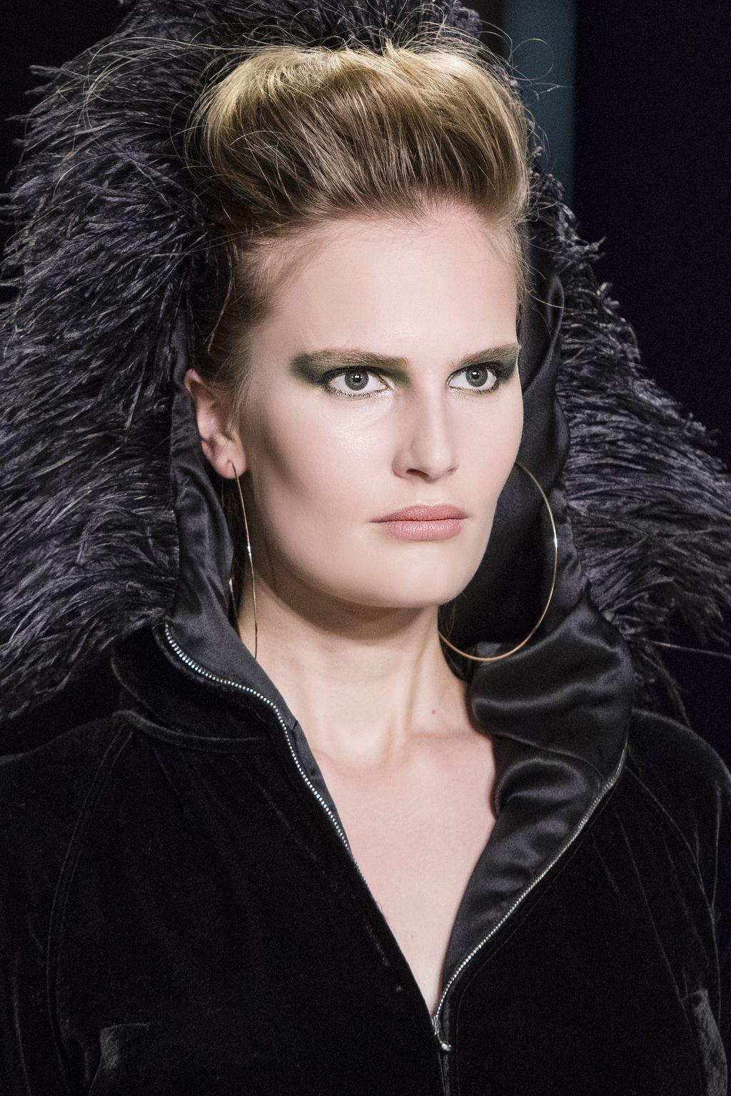 С подиума на вечеринку: яркий макияж на Хэллоуин-Фото 7