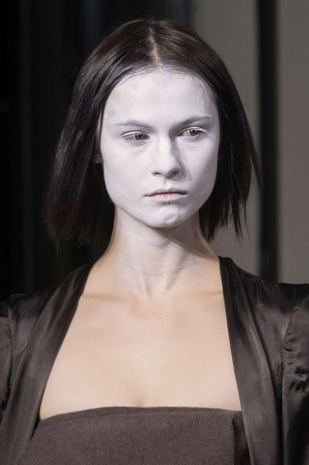 С подиума на вечеринку: яркий макияж на Хэллоуин-Фото 6