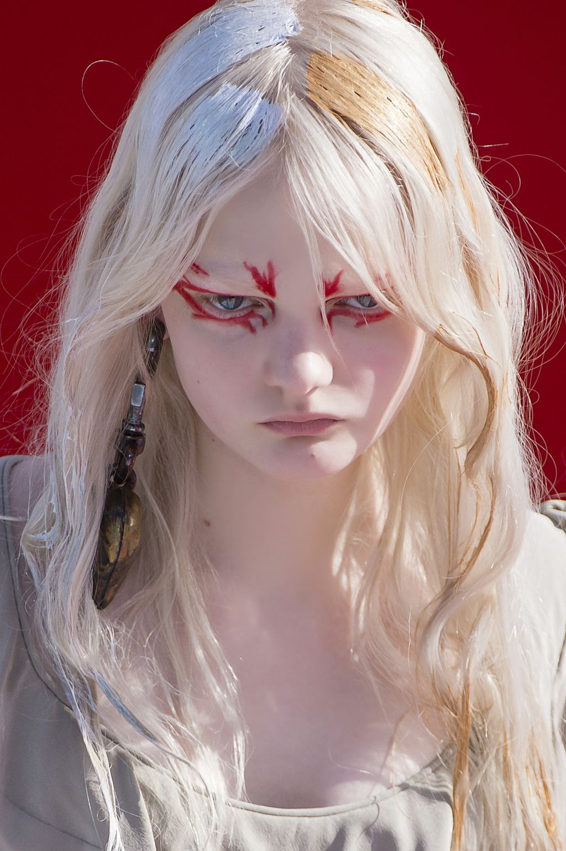 С подиума на вечеринку: яркий макияж на Хэллоуин-Фото 1