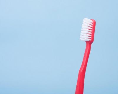 Стоп-лист: что не стоит делать со своими зубами-430x480