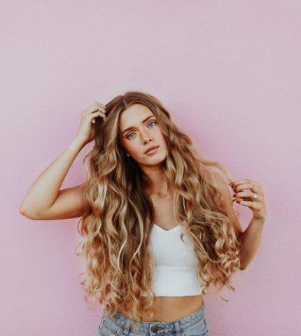 8 неправильных действий, которые портят волосы-430x480