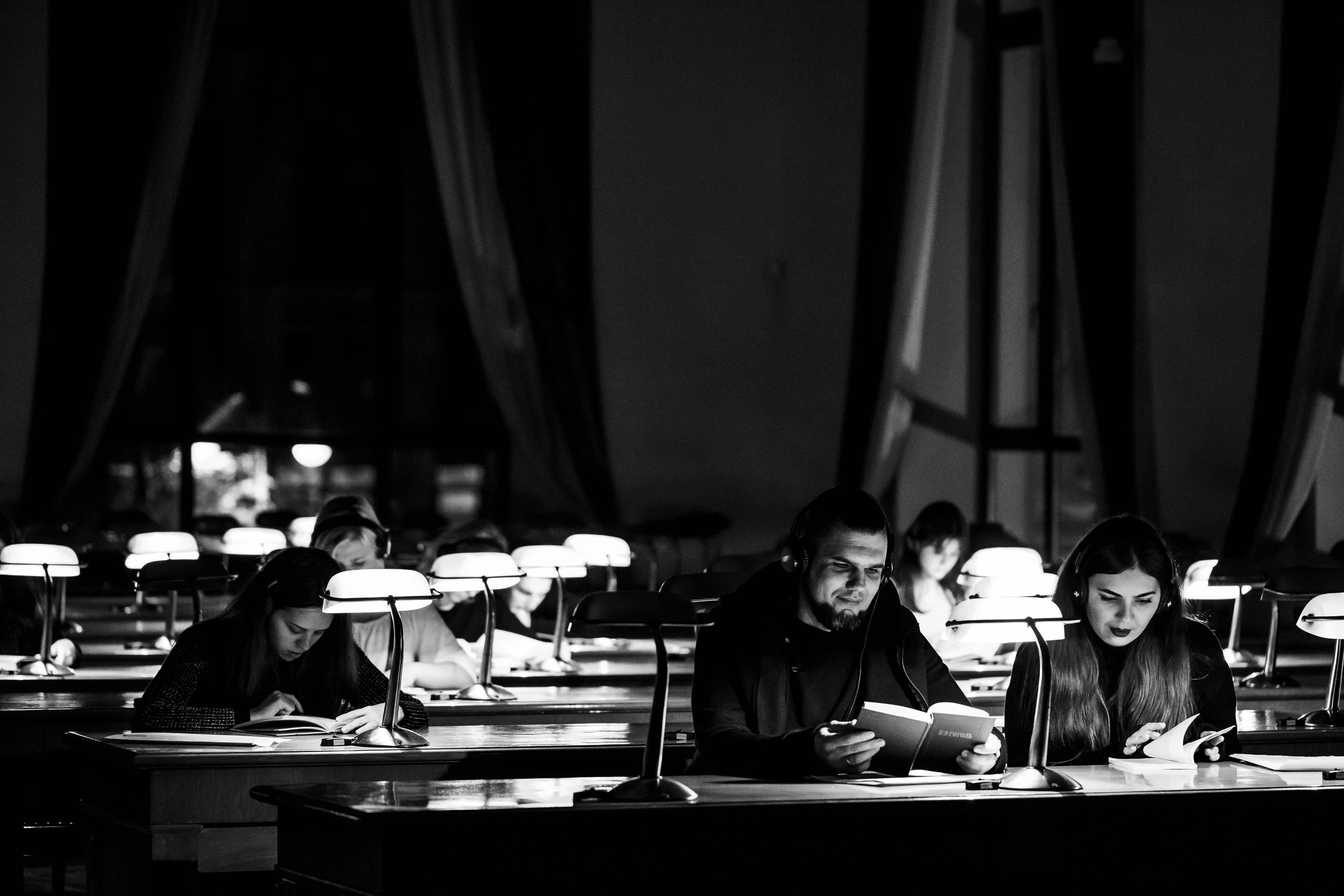 Куда сходить: необычный спектакль «Диалоги» в библиотеке-Фото 4