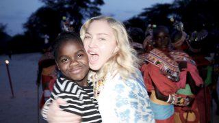 Мадонна поделилась трогательным снимком со своими детьми-320x180