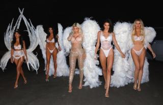 Сестры Кардашьян-Дженнер стали «ангелами» Victoria's Secret