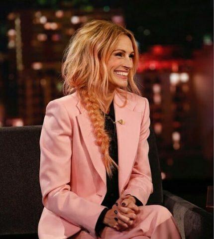 Джулия Робертс перекрасилась в розовый цвет-430x480