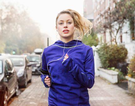 Как сделать зимний бег более комфортным: 3 эффективных совета-430x480