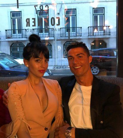 Криштиано Роналдо объяснил почему не спешит жениться на Джорджине Родригес-430x480
