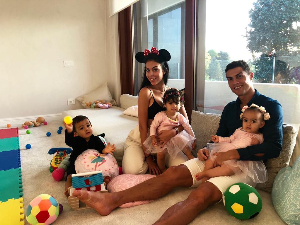Криштиано Роналдо объяснил почему не спешит жениться на Джорджине Родригес-Фото 2