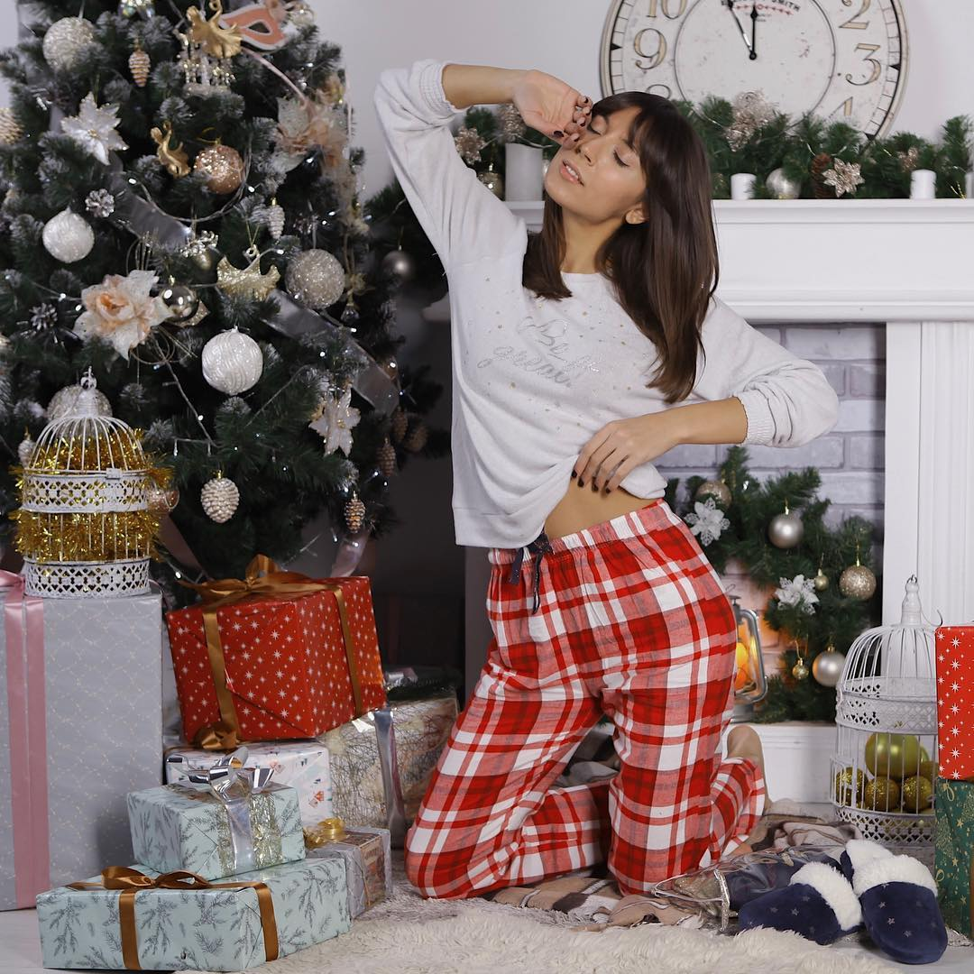 Посиделки дома: 6 стильных пижам для новогодней ночи-Фото 3