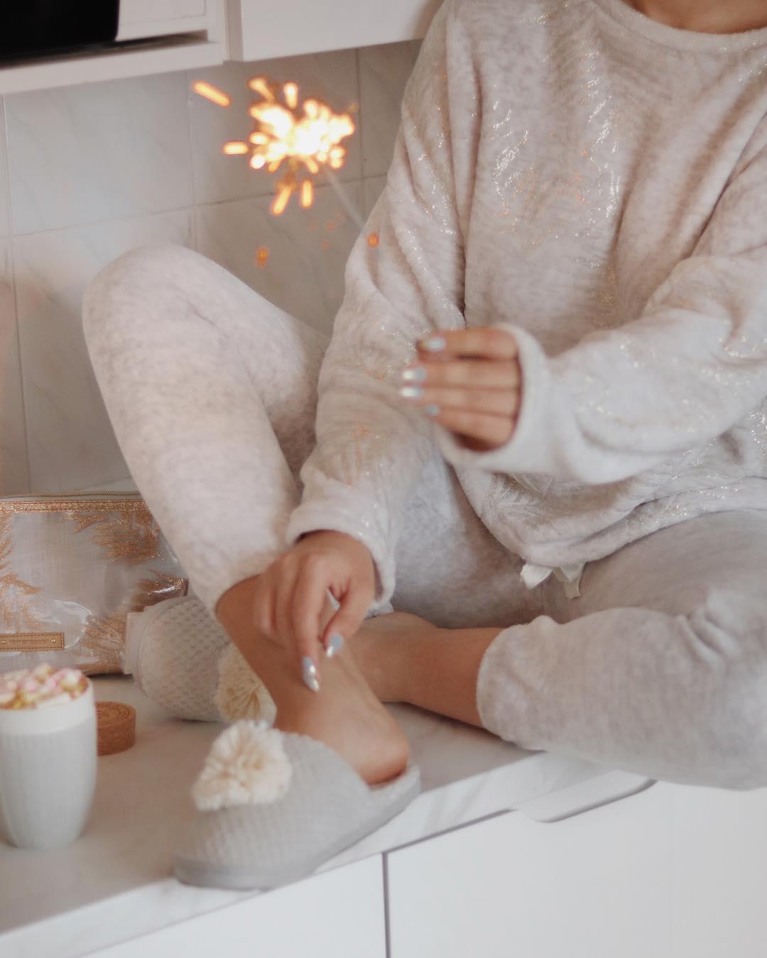 Посиделки дома: 6 стильных пижам для новогодней ночи-Фото 8