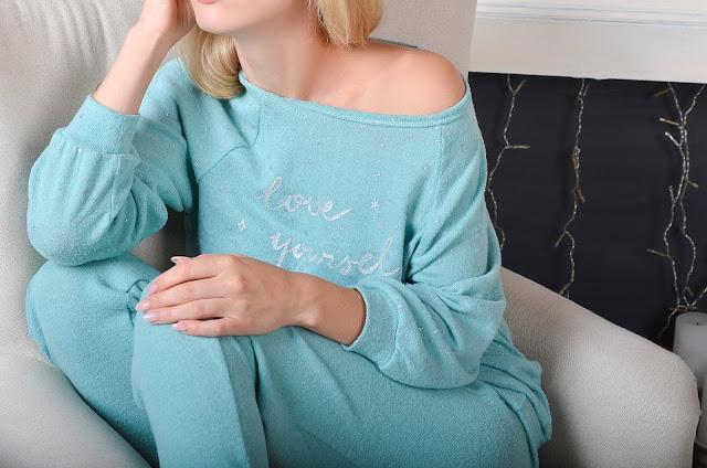 Посиделки дома: 6 стильных пижам для новогодней ночи-Фото 6