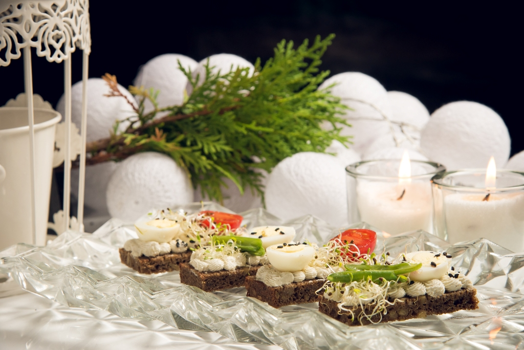 Стильно и празднично: 5 идей для декорирования новогоднего стола-Фото 1