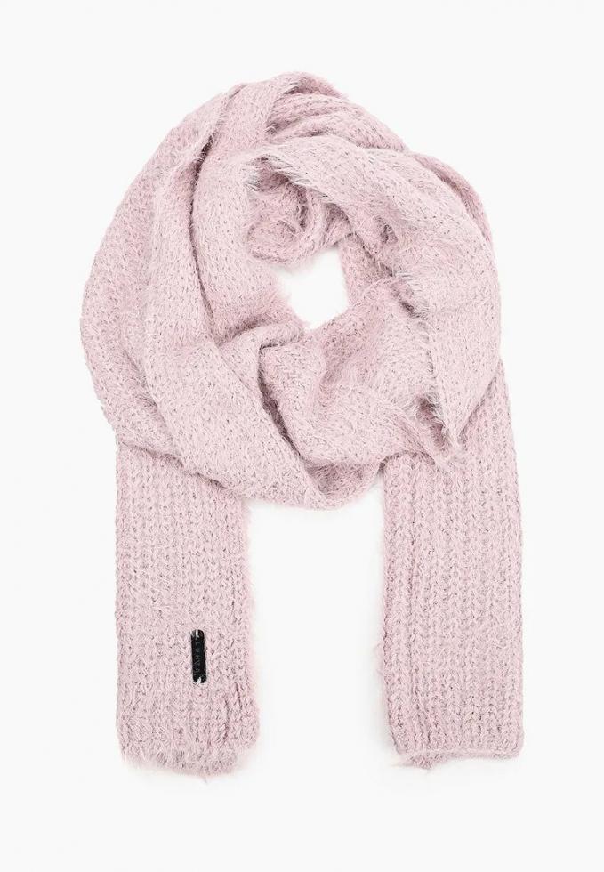 Теплый шарф: расставляем модный акцент в зимнем образе-Фото 10