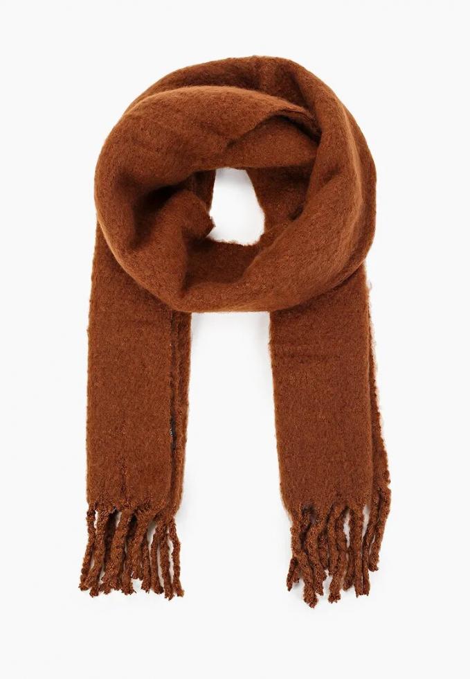 Теплый шарф: расставляем модный акцент в зимнем образе-Фото 6